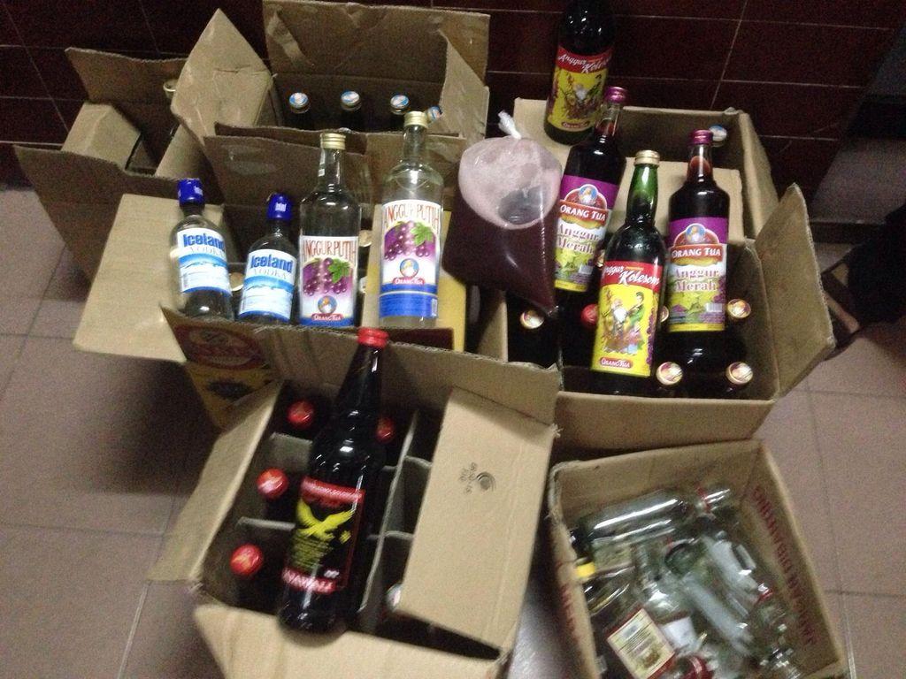 Polisi Sita Puluhan Botol Miras di Lokasi Rawan Tawuran di Setiabudi