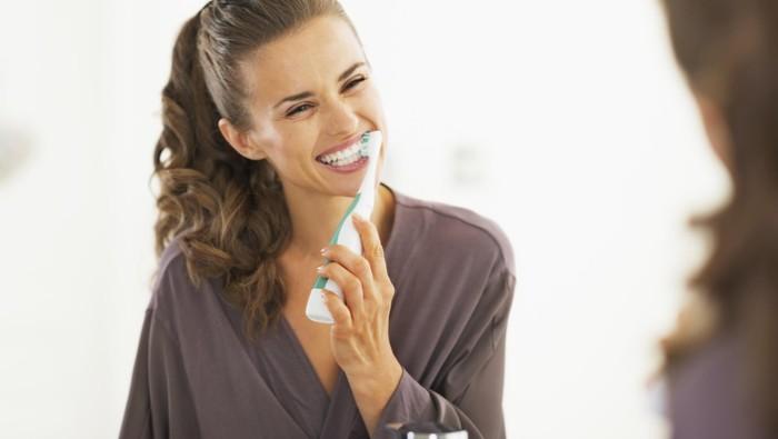 Ilustrasi menyikat gigi di pagi hari. Foto: thinkstock