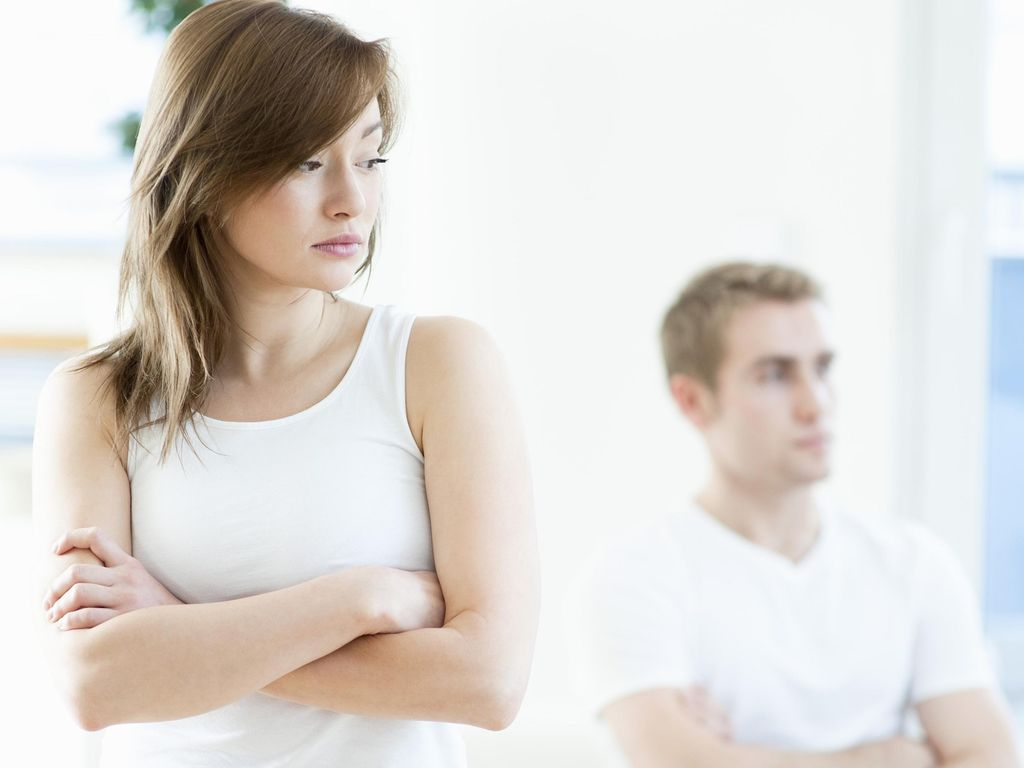 Pacaran dengan Pria Lebih Muda yang Tak Kunjung Mengajak Menikah