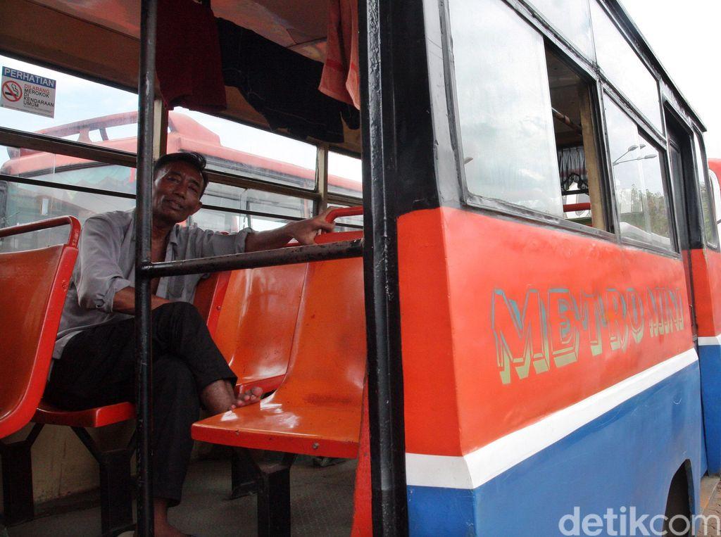 Cerita Pilu Sopir Metromini: Mau Jadi Ojol Tak Punya Motor