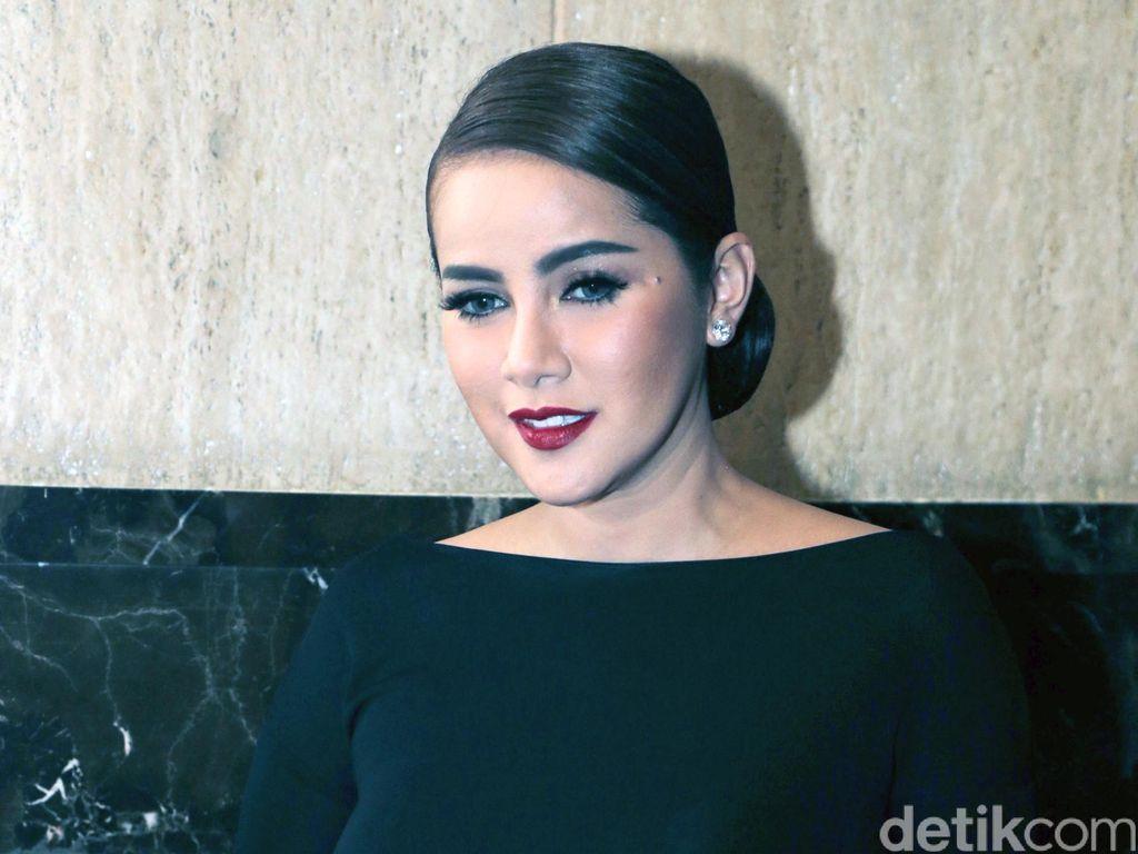Alis Tebal Seperti Olla Ramlan Jadi Favorit Para Wanita Indonesia