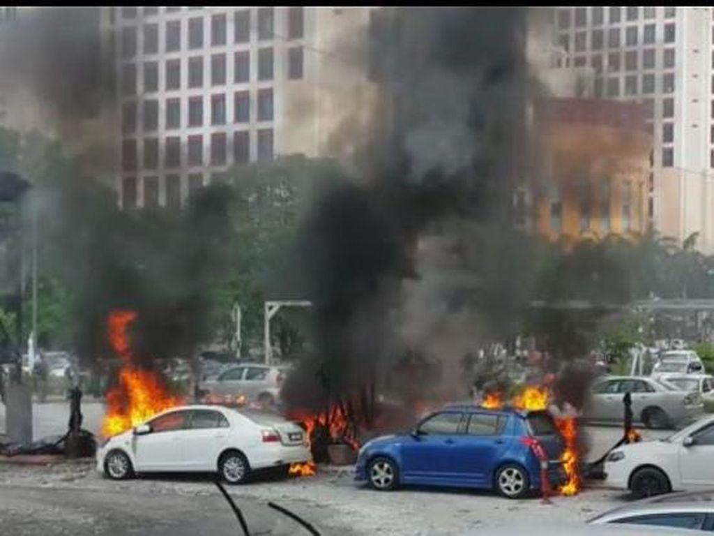 6 Mobil Terbakar Misterius di Area Parkir Dekat Stasiun Kereta di Malaysia