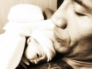 <i>So Cute</i>! Dwayne Johnson Unggah Foto Pertama Sang Putri