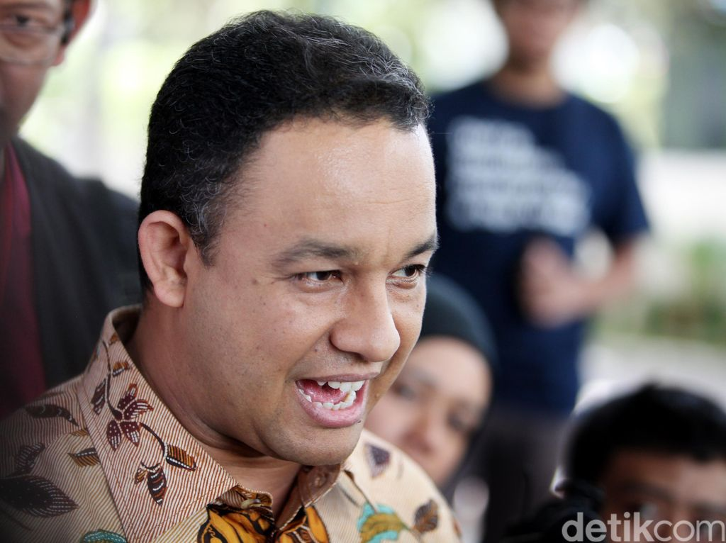 PDIP Tak Setuju Larangan Motor Dihapus, Anies: Ini untuk Wong Cilik
