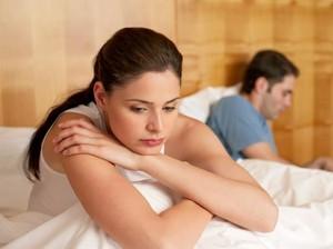 6 Pemikiran yang Buat Wanita Kurang Fokus Bercinta dan Sulit Orgasme