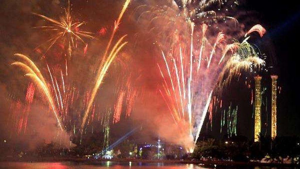 Plt Gubernur DKI Tembakkan Suar Tahun Baru 2017