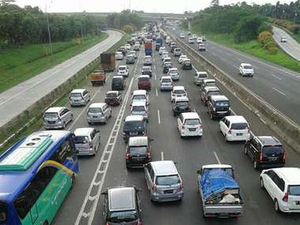Long Weekend, Tol Jakarta-Cikampek Macet 20 Km
