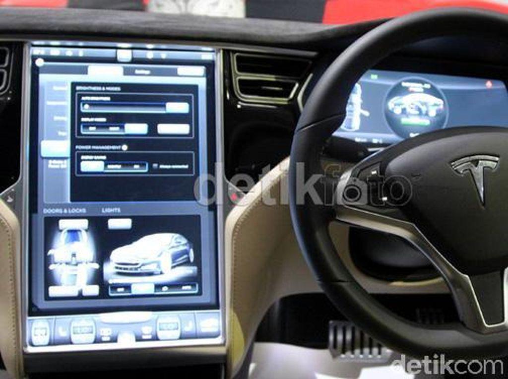 Cuma Gara-gara Layar Gagal Berfungsi, 158.000 Tesla Di-recall