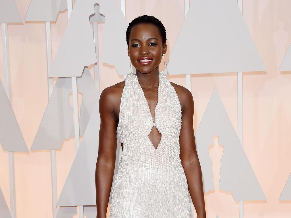 Lupita Nyongo Dipuji di Atas Panggung Broadway Eclipsed