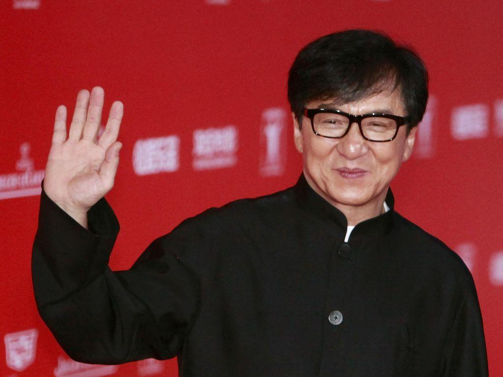 Gelapnya Kehidupan Jackie Chan, Si Drunken Master Berharta US$ 350 Juta