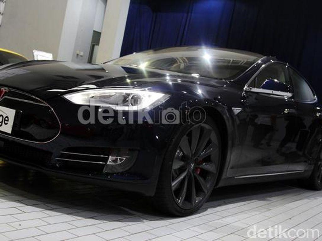 Saat Tesla Jadi Mobil Anti Peluru