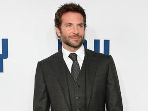 Bradley Cooper Tak Keluar Rumah Berbulan-bulan Demi Lindungi Ibu dari Corona