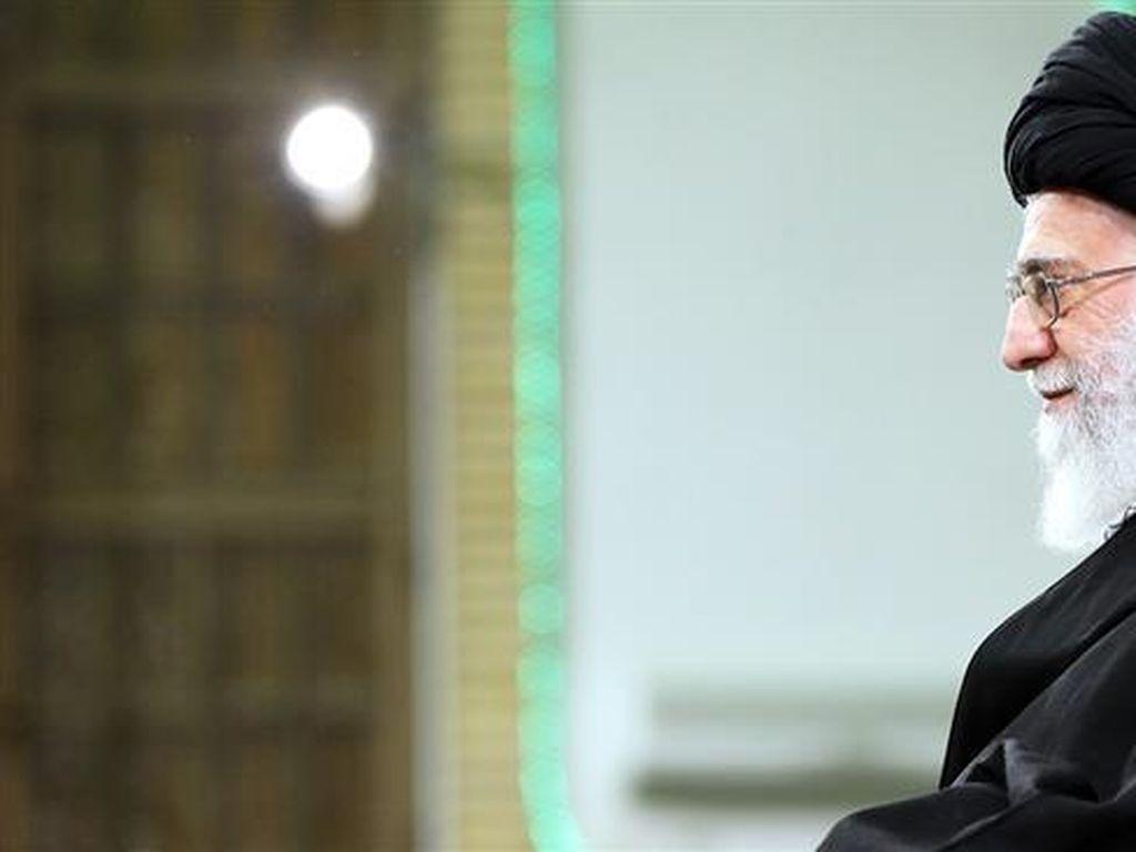 Sosok Ayatollah Khamenei yang Lawan Serangan Barat ke Suriah