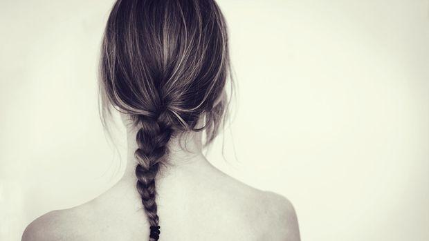 ilustrasi rambut dikepang/