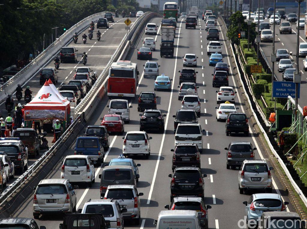JLNT Kuningan Beroperasi, Macet di Jl Gatot Subroto Arah Semanggi Terurai