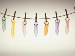 Ew! Beauty Blogger Pakai Foundation dengan Kondom, Bagaimana Hasilnya?