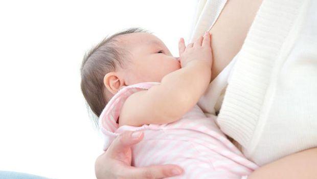 Ilustrasi bayi menyusu gumoh