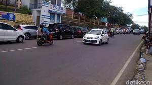 Cegah Kecelakaan, Polisi Pasang Pita Kejut di Jalur Puncak