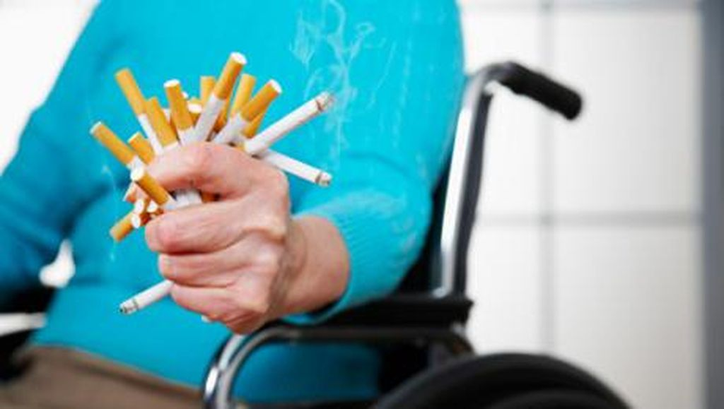 Ilmuwan Inggris Pastikan Rokok Elektrik Tak Bantu Stop Ngebul