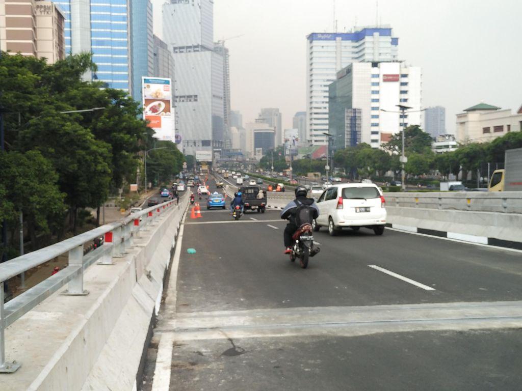 Crossing di Turunan Flyover Kuningan Berpotensi Sebabkan Kemacetan