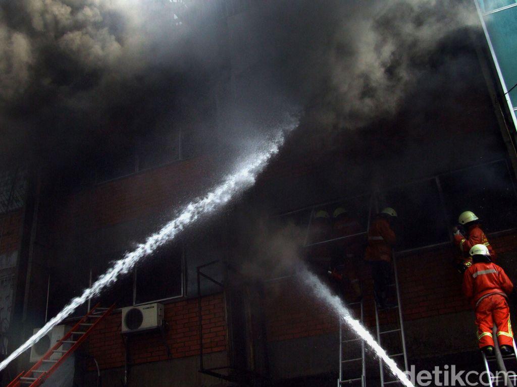 Pabrik Tahu di Pasar Minggu Jaksel Terbakar, Kerugian Capai Rp 100 Juta