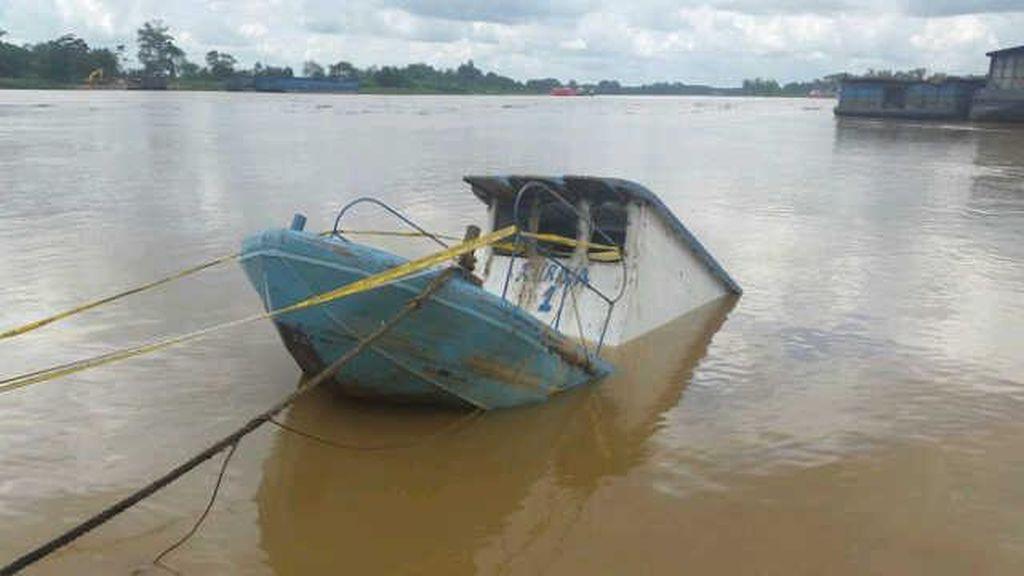 Perahu Nelayan Tenggelam di Karawang, Tiga Orang Belum Ditemukan