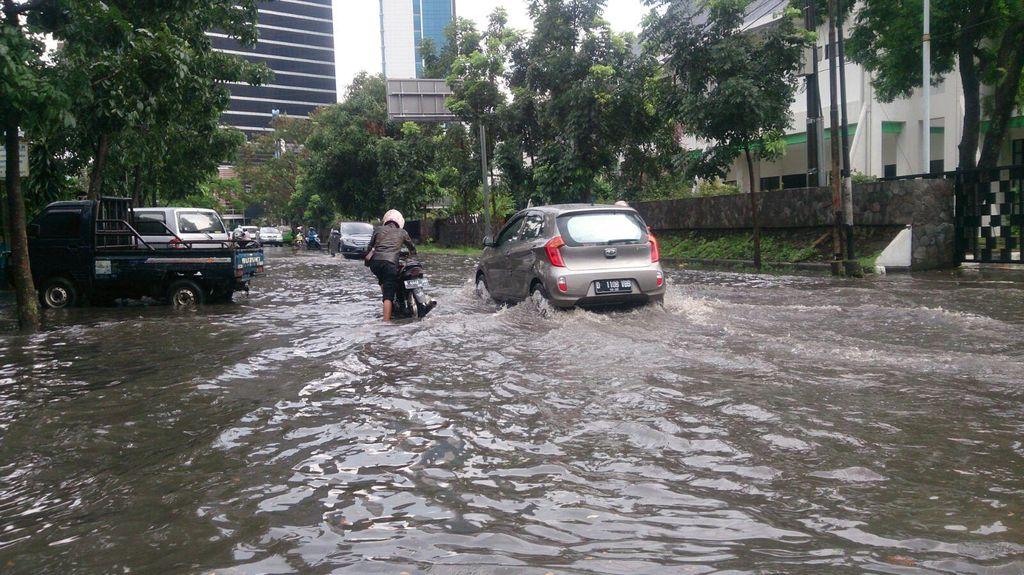 Musim Hujan, Cek Asuransi Mobil Anda, Apa Sudah Mencakup Perlindungan Banjir?