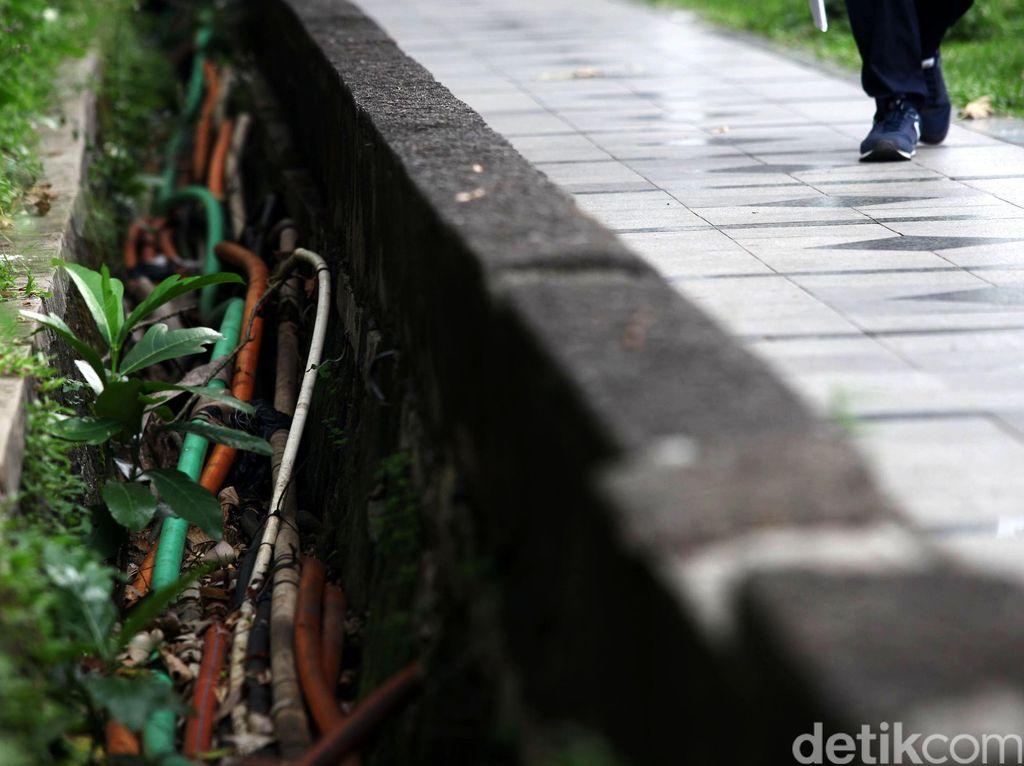 APJATEL Sebut Ada Kabel Fiber Terpotong dalam Perapihan Jalan Jakarta