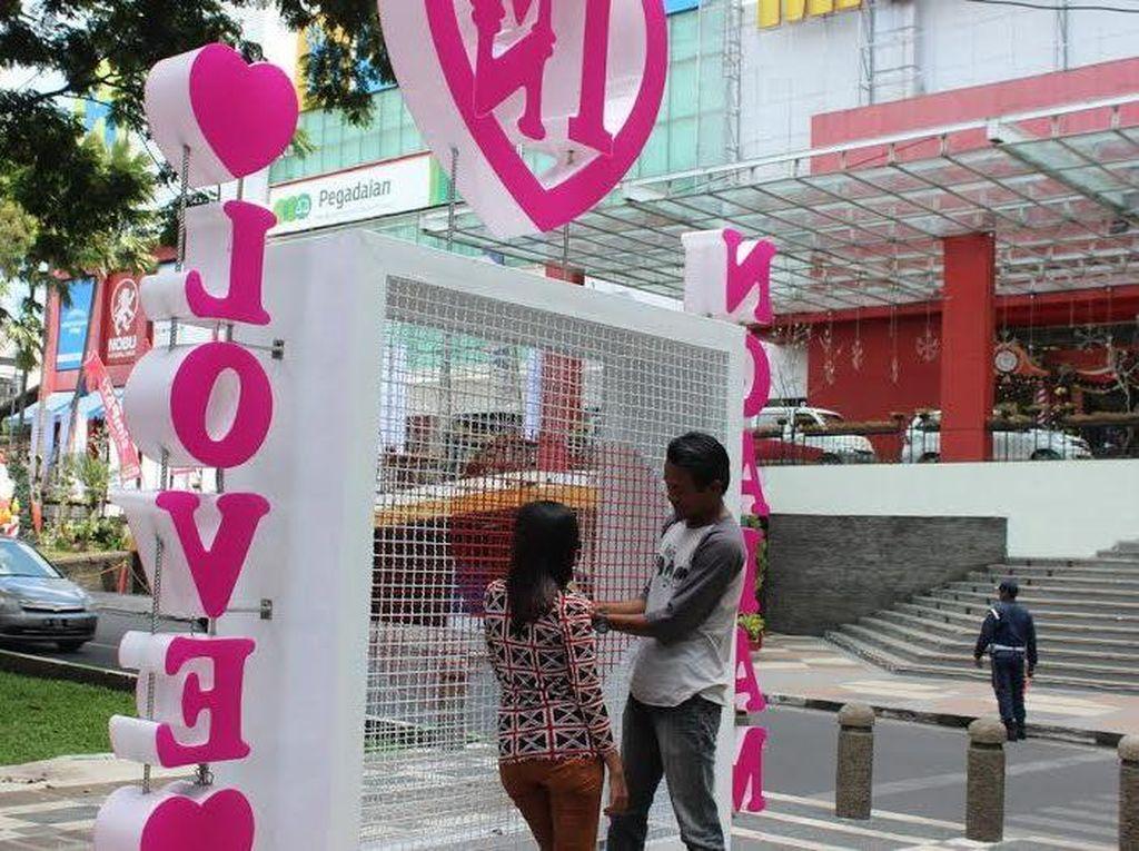 Gembok Cinta ala Pont Des Invalides Ada di Malang