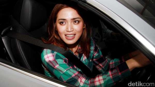 Nyetir Sendiri, Jessica Iskandar Mau ke Mana Ya?