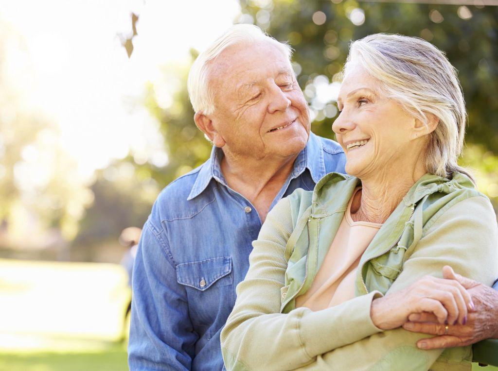 Kisah Haru Pria 87 Tahun Berhenti Pensiun Demi Cari Biaya Pengobatan Istri