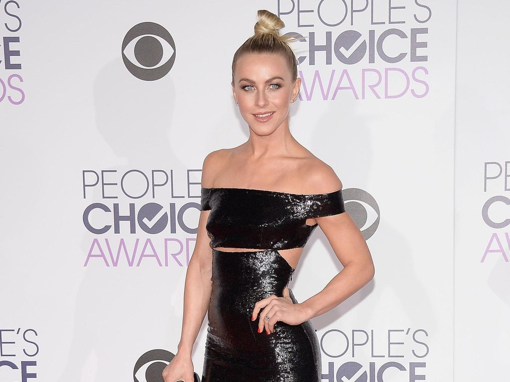 Selebriti dengan Gaun Terbaik di Peoples Choice Awards 2016