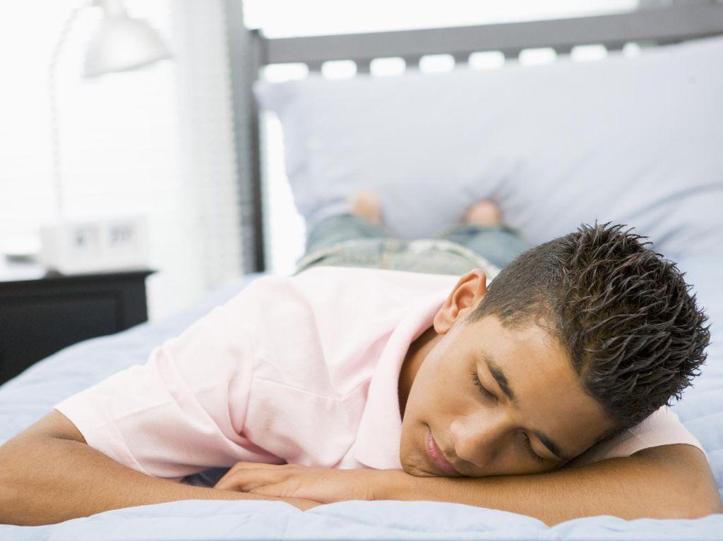 Ketahui Bahaya Tidur Tengkurap Bagi Kesehatan