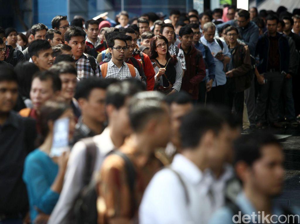 Bursa Kerja Awal Tahun Dipadati Pencari Kerja