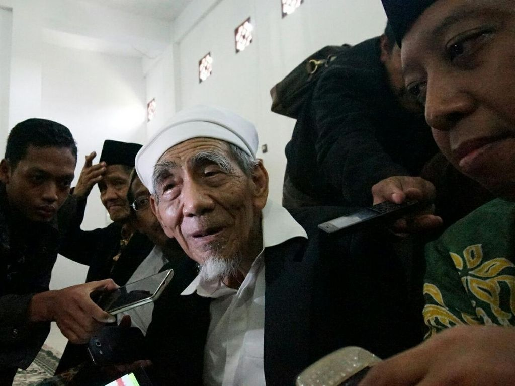 Mbah Moen Wafat di Usia 90, Ini Pesan Dokter untuk Jemaah Usia Lanjut