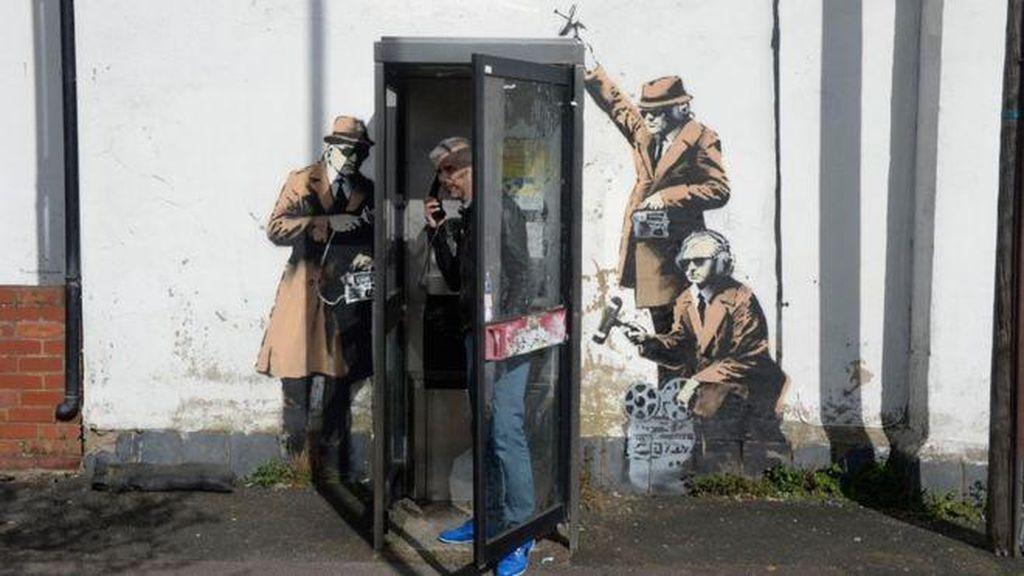 Lagi, Stensil Spy Booth Banksy Dihancurkan Pekerja Bangunan