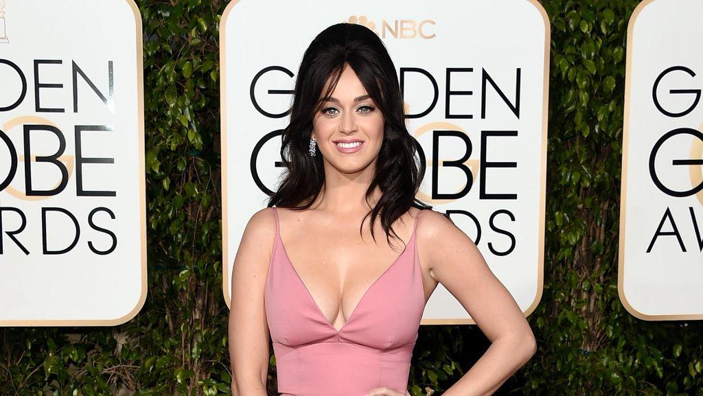Katy Perry Dukung Total Hillary Clinton, Ini Hal Unik yang Sudah Dilakukannya