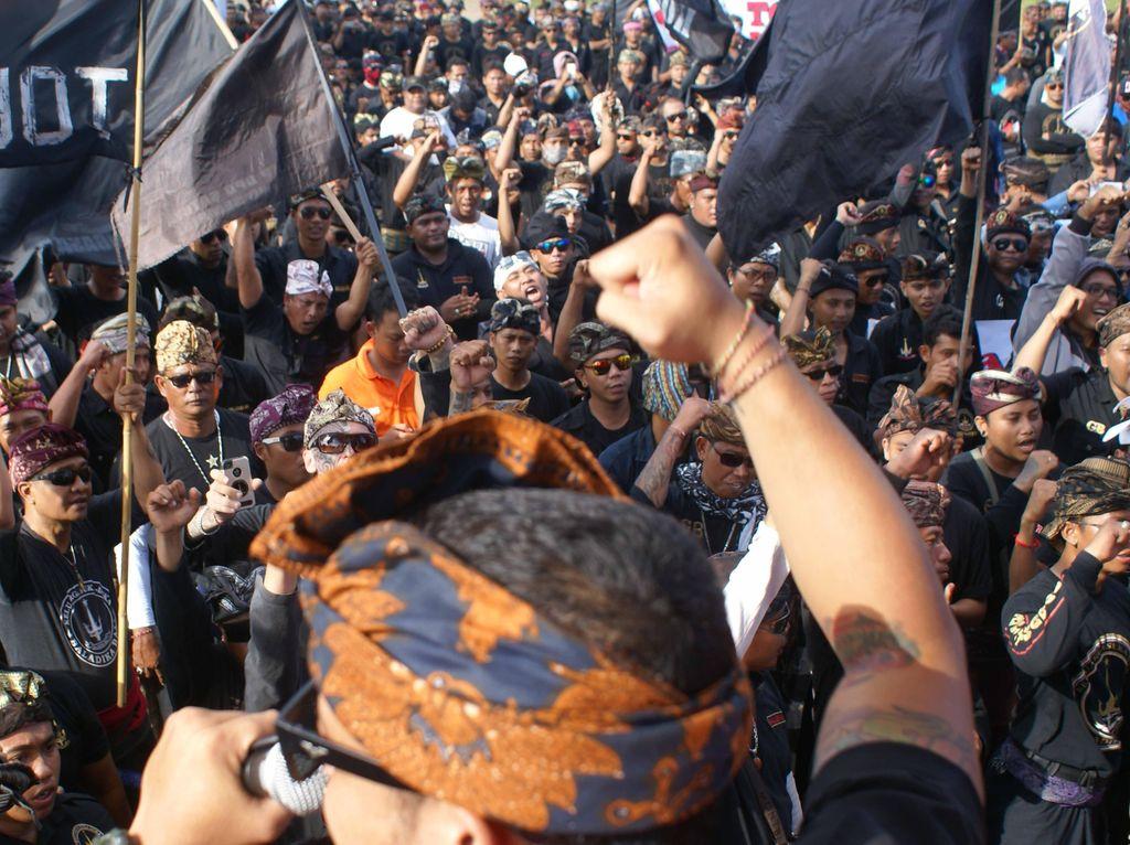 Ribuan Massa Baladika Berkumpul Tolak Reklamasi