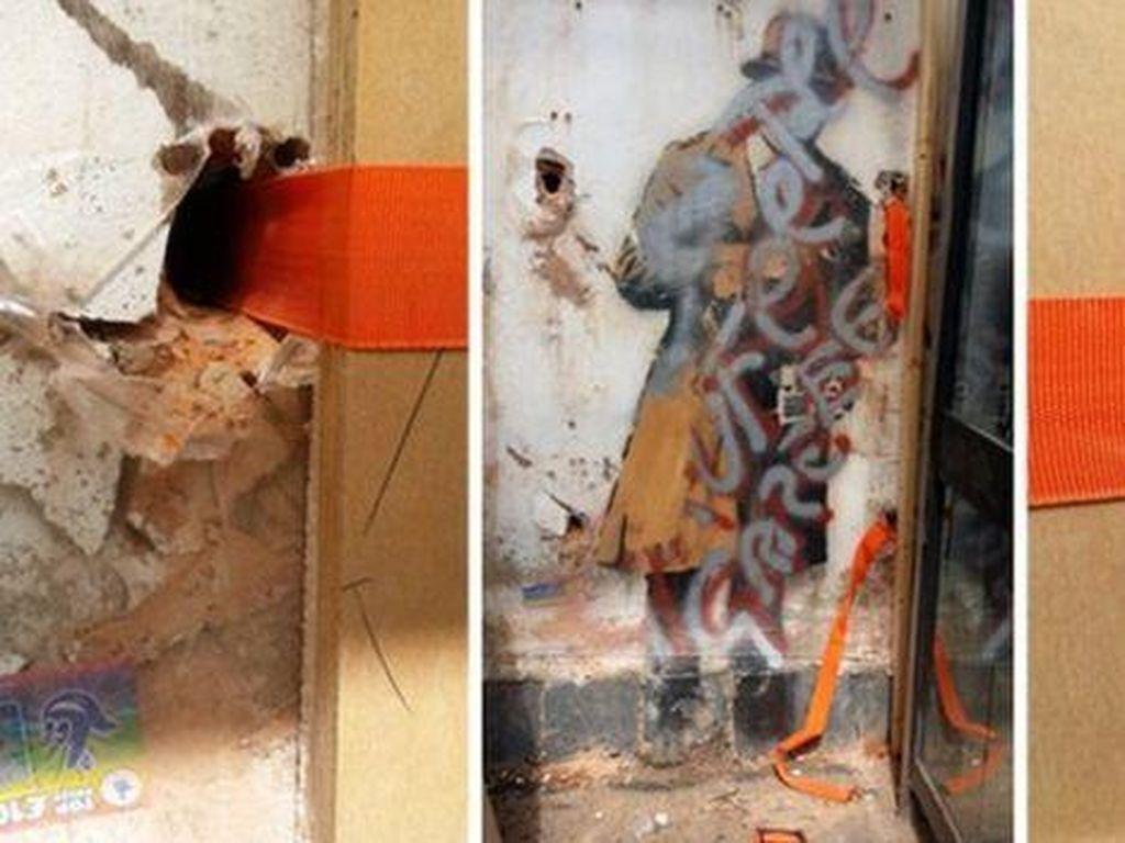 3 Karya Kontroversi Banksy yang Dibuat di Dinding Rumah Warga
