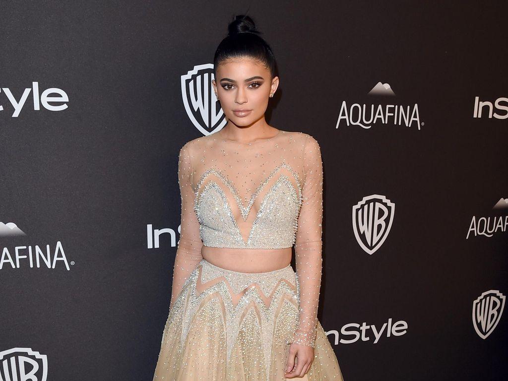 Kylie Jenner Seksi Bergaun Bak Princess di After Party Golden Globe 2016