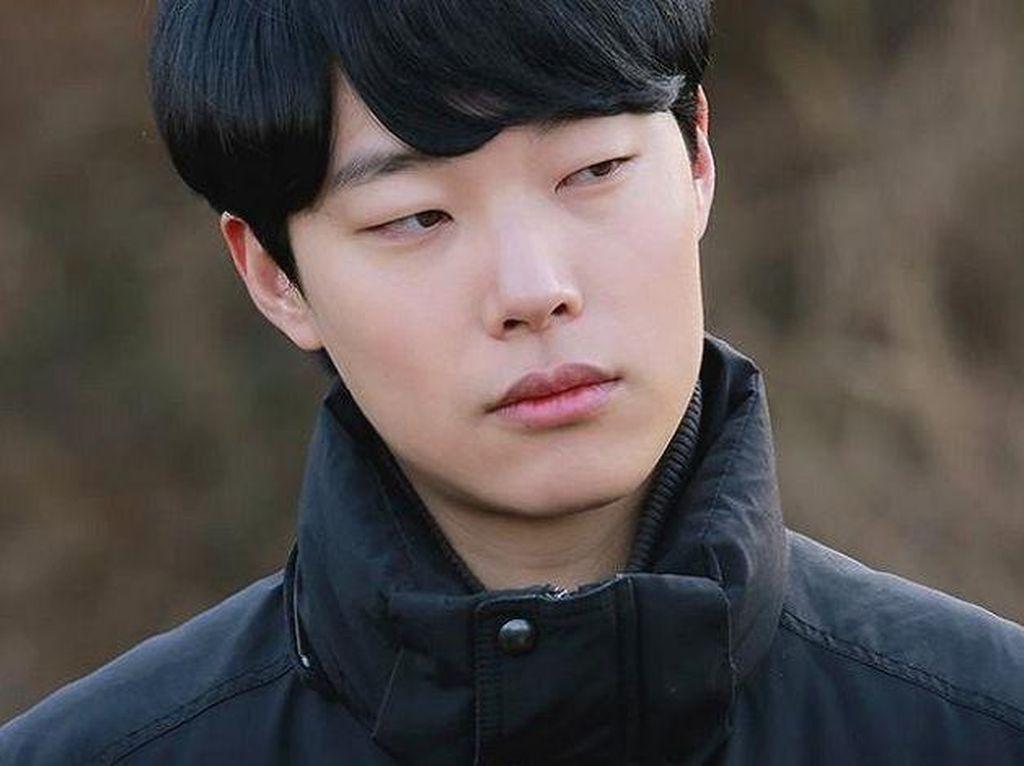 Jelang Usia 30, Ryu Jun Yeol Awet Muda Berseragam SMA