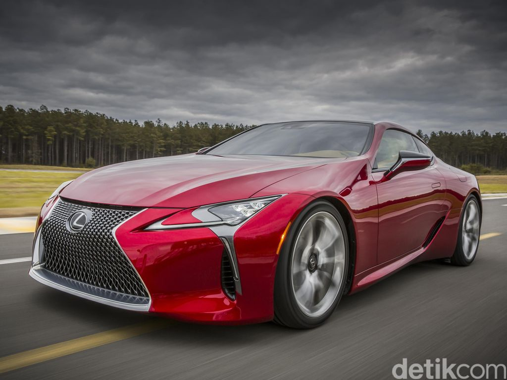 Lexus Luncurkan LC Coupe di 2017