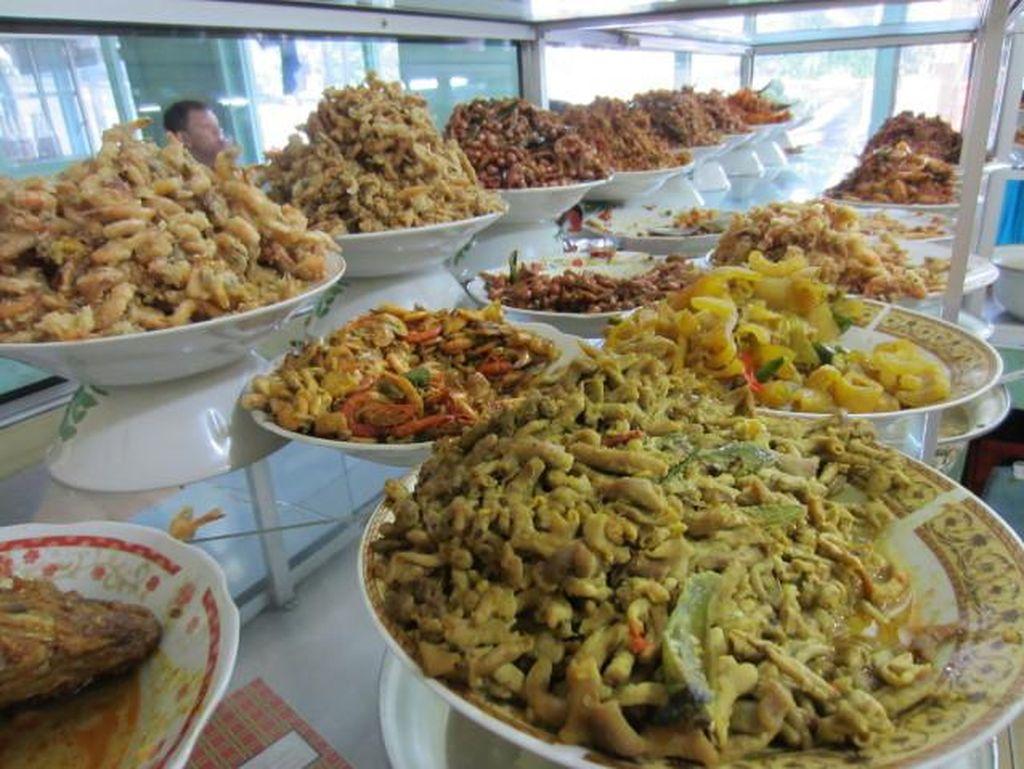 Tanggal Tua, Makan di 5 Warteg Murah Meriah di Jakarta Ini