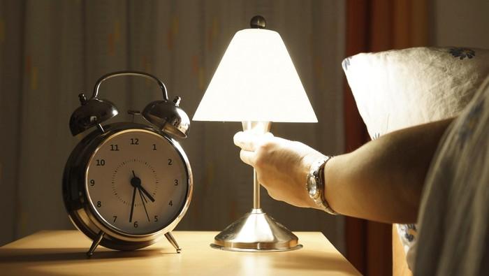ilustrasi lampu tidur