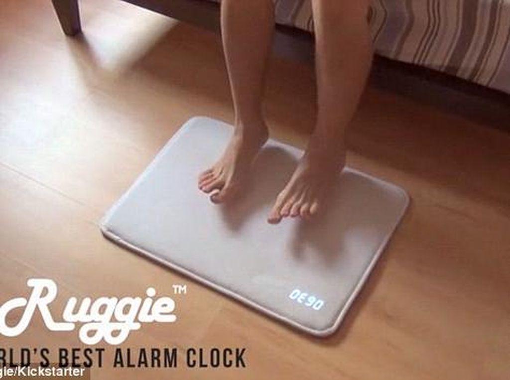 Sering Kesiangan Bangun Pagi? Coba Alarm Bentuk Keset Ini