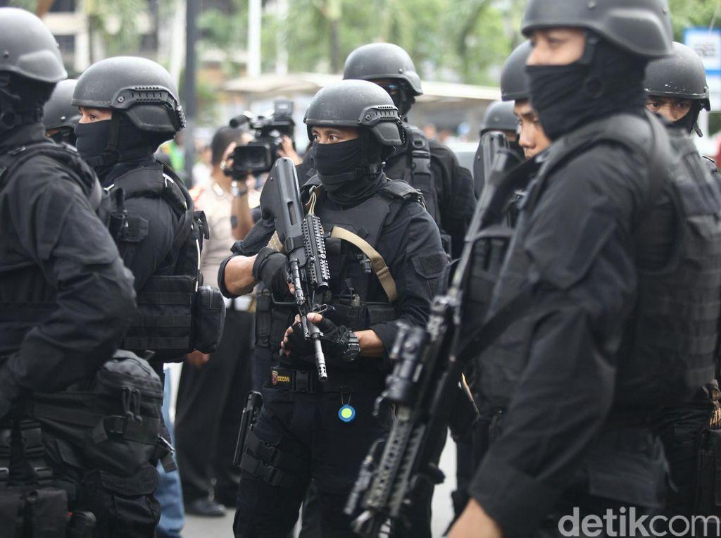 5 Terduga Teroris Pemasok Senjata Ditangkap Densus 88 di Sumsel