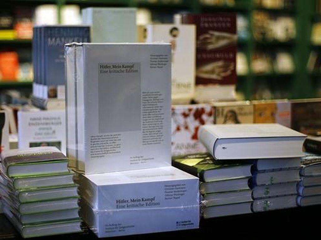Edisi Baru Buku Mein Kampf Terjual Lebih dari 15 Ribu Eksemplar