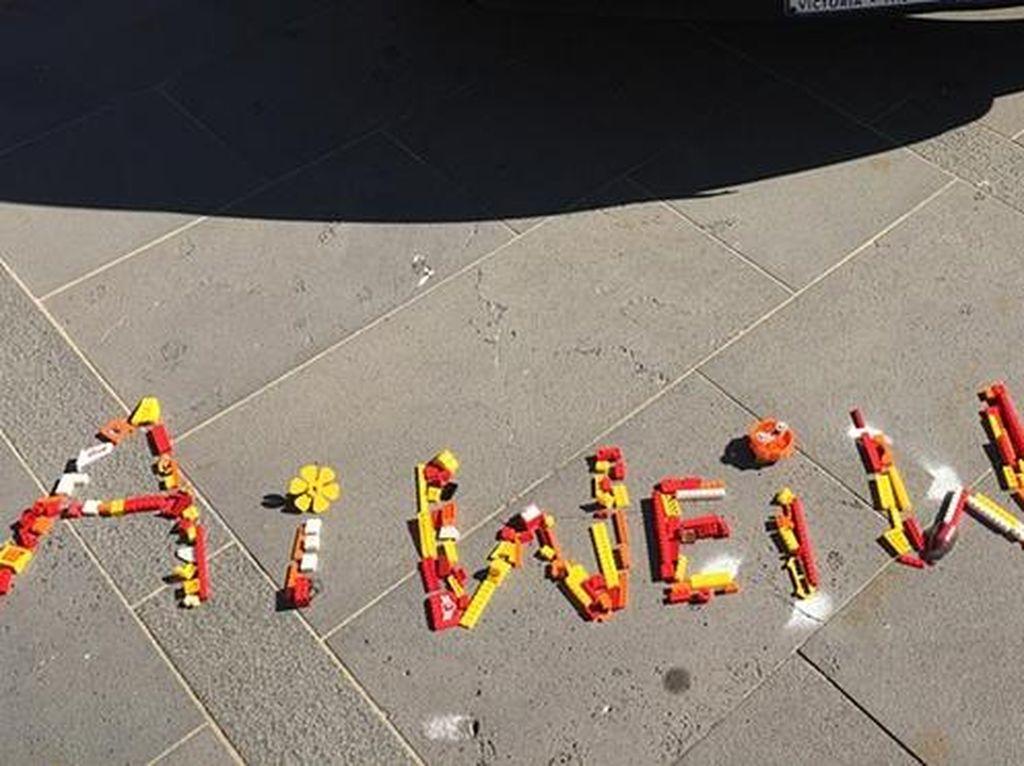 Lego Meminta Maaf pada Seniman Ai Weiwei