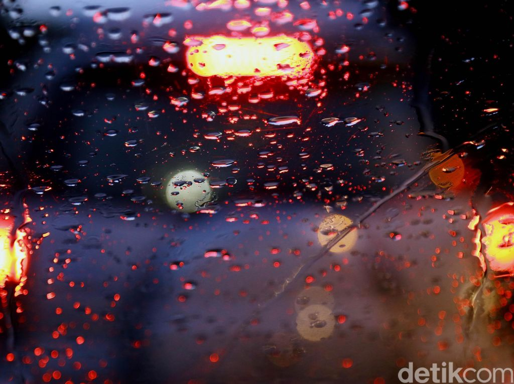 Waspada Potensi Hujan Lebat di Jakbar-Jaksel pada Sore dan Malam Ini