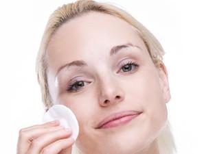 Riset Ini Ungkap Bahayanya Simpan Makeup Kedaluwarsa untuk Kesehatan